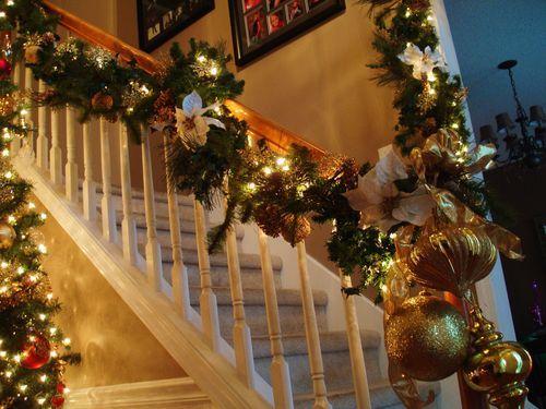 staircase garland | Christmas | Pinterest
