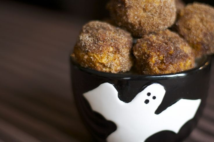 Baked Pumpkin Donut Holes on http://kokoskitchen.com... too bad I suck ...