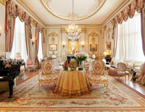 Living Room  on Joan Rivers New York Apartment     Living Room