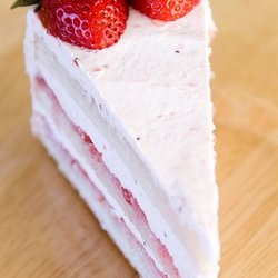 Strawberry Chiffon Buttercream Cake | cookin it up | Pinterest