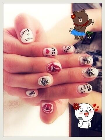 Dara-Dara s nails  Falling in Love is 2NE1 s comeback song Dara Falling In Love Nails