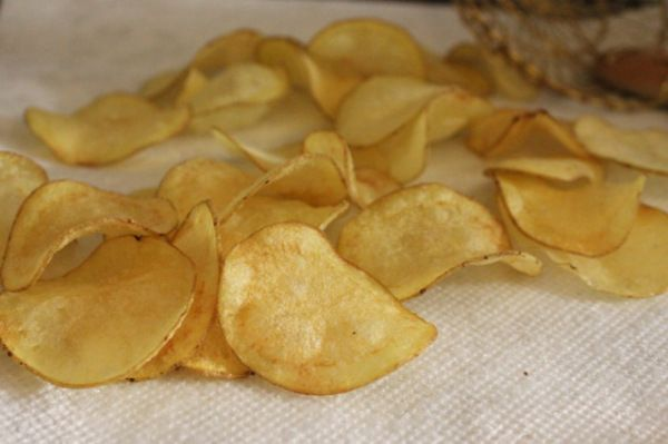 HOMEMADE POTATO CHIPS WITH TRUFFLE SALT | Appetizers, snacks - starte ...