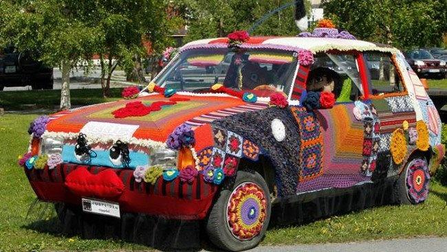Knitted car #yarnbombing