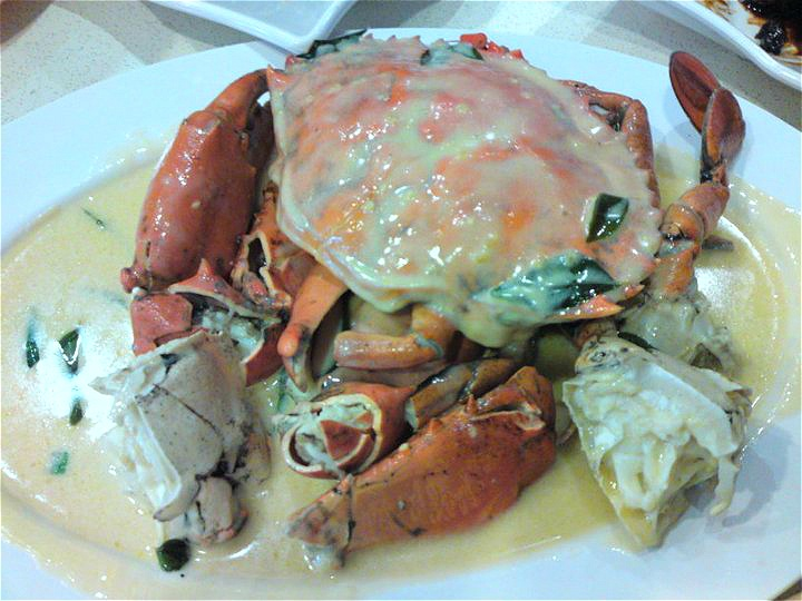 Crab in Creamy Butter Sauce | Singapore local hawker food | Pinterest
