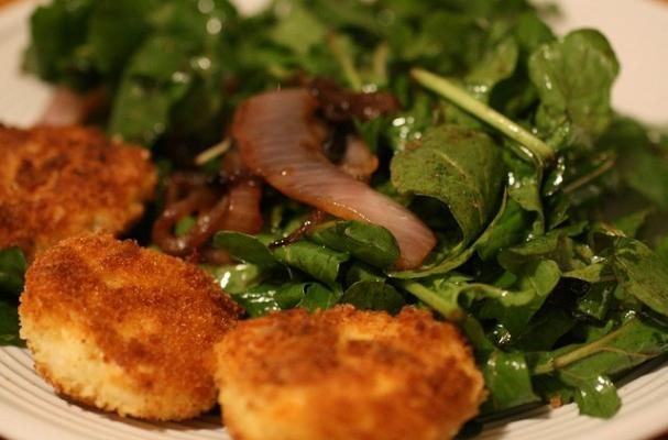 Meatless Monday: Fried Goat Cheese Salad