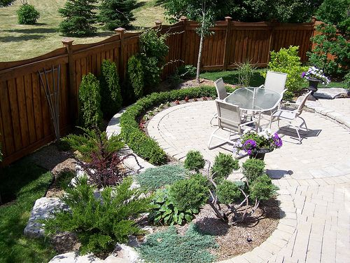 Desert landscaping ideas for small backyards