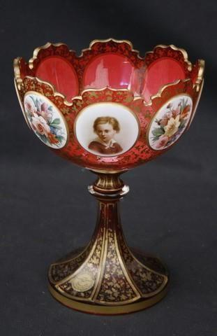 Хороший викторианский Comport камео наложения, чаша окруженная картуши окрашены портрет детей и альтернативные панели цветов с золочеными бликов и балясины на стволовые куполом базы