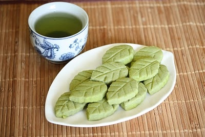 Matcha green tea shortbread leaf cookies | To bake, cook and fridge f ...