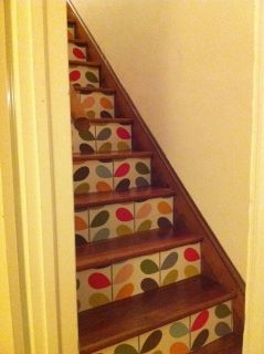 wallpapered stairs - oh please I want my own house!