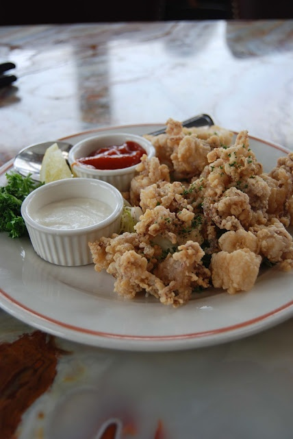 ... : Crispy Fried Calamari with Spicy Coctail Sauce and Lemon Aioli
