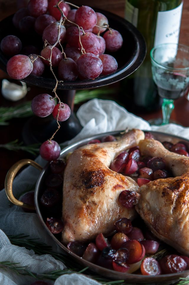 Roasted chicken legs with grapes and potatoes| Gourmantine