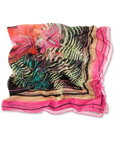 H & M Printed Sarong http://www.instyle.com/instyle/package/summertrends/photos/0,,20594575_20591084_21152376,00.html