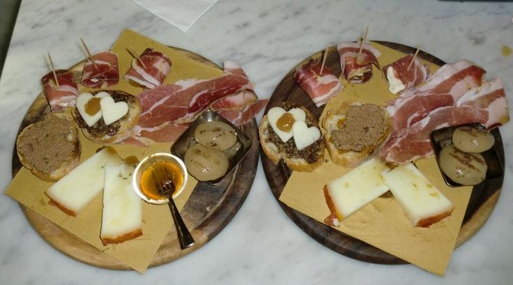 salumi, crostini, cipolline e involtini di prosciutto con gorgonzola ...