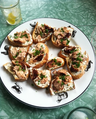 foodie with a life: Smoked Salmon and Chive Goat Cheese Toasts