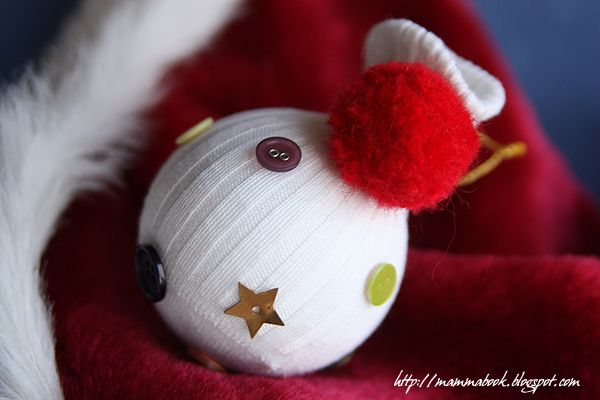 Decoration with an old sock and buttons by Mammabook