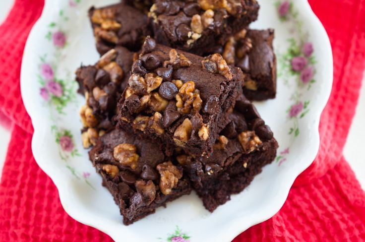 Brownies with Salted Caramel Walnuts | Desserts | Pinterest