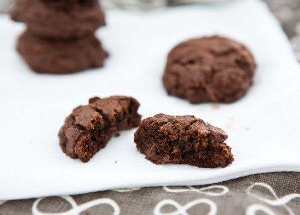 Double Chocolate Chip Pudding Cookies by EclecticRecipes.com #recipe ...