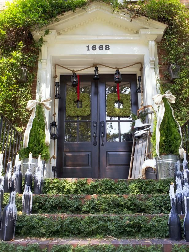... hgtv.com/decorating-basics/outdoor-christmas-decorating-ideas/pictures