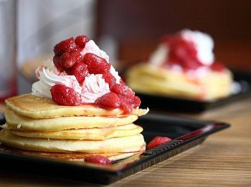 pancakes w/ strawberries & whipped cream | Drinks & Food | Pinterest