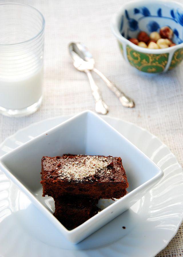 French Foodie Baby: Chocolate hazelnut flourless cake... and happy ...