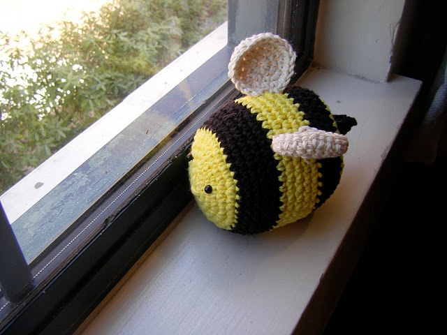 Free Crochet Patterns Yarn Bee : Crochet bumble pattern. Crochet Amigurumi Pinterest