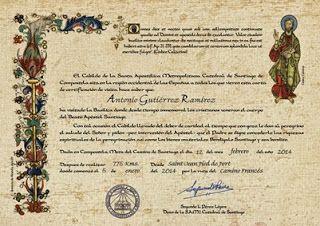 El peregrino ya puede obtener, además de la Compostela el Certificado de Distancia. En él aparece la ruta realizada, la fecha de inicio, la fecha de llegada a Santiago y los Kilómetros realizados.  Es algo má grande que la Compostela y está impreso en papel de pergamino. **