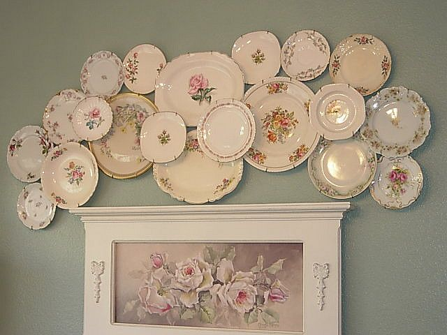 Love this vintage plate collage i 39 m so blue pinterest for Wall decor dishes