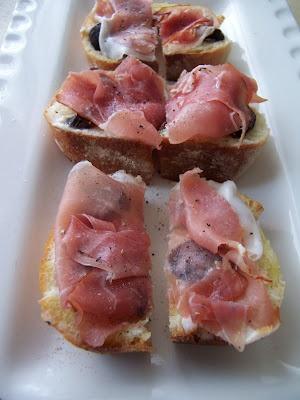 Prosciutto, Fig & Mascarpone Bruschetta from http://homecookkirsten ...