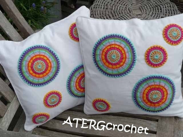 Set of two covers with 'multicolored crochet circles'.. €32,50, via Etsy.