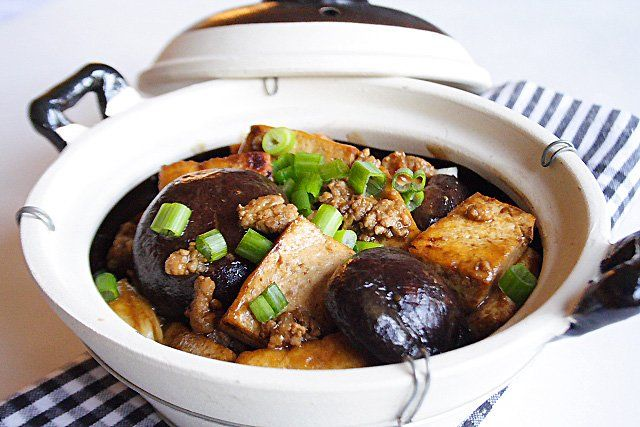Braised Bean Curd (Firm Tofu) with Mushrooms Recipe
