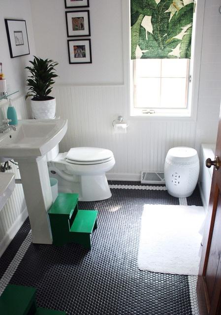Kelly green black and white bathroom bathrooms pinterest for Green and white bathroom
