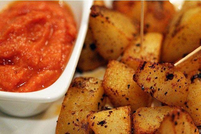 ... patatas patatas bravas with allioli recipes dishmaps patatas bravas