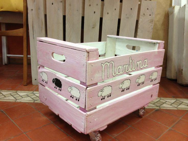 Pin by taller estuco on muebles curiosos taller estuco - Cajas de fruta recicladas ...