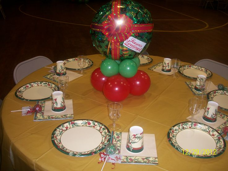 Balloon table top centerpiece   All About Christmas   Pinterest