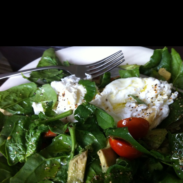 Poached egg, spinach, avocado & tomato salad.....it was delicious