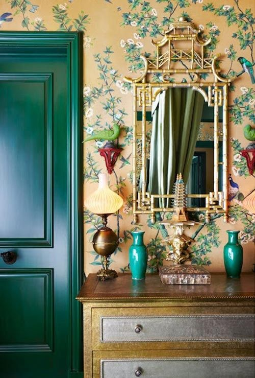 Emerald green. Pantone Color of the Year. 2013 color scheme. Interior design. Painting tips. Green door. Green vase. Accessory.