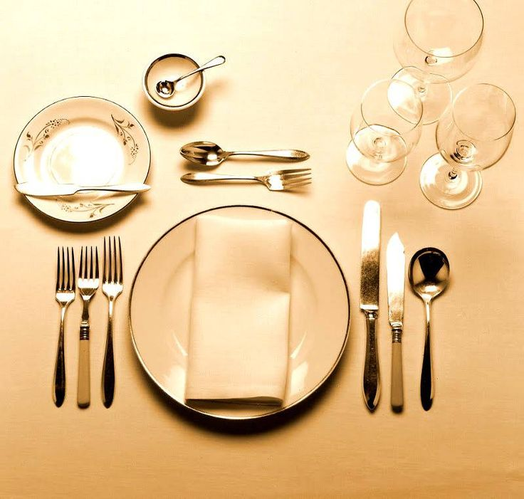 Dinner Etiquette In A Formal Setting Start Eating With The Knife