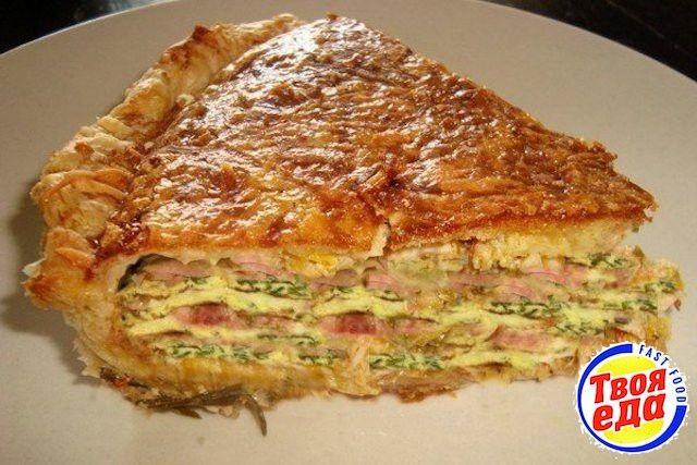 Пирог из слоеного теста с яйцом и зеленым луком с