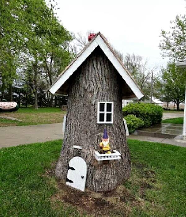 Tree stump fairy house gnomes pinterest for Gartendeko figuren