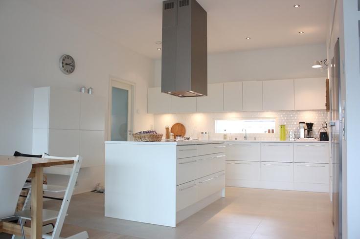 Valkoinen Harmaja keittiö  [ Kitchen 3 ]  Pinterest