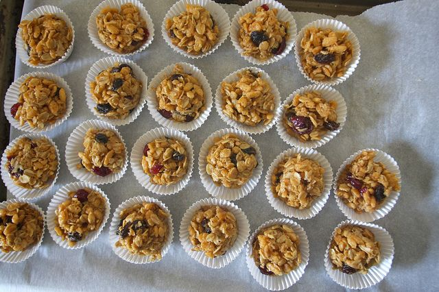 peanut butter granola balls for lunches | Foodtastic! | Pinterest