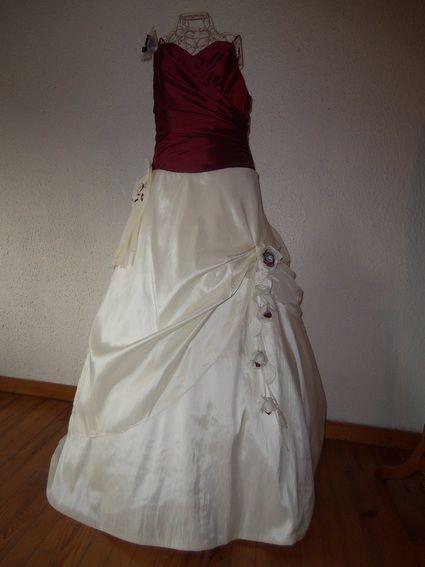 Robe de mariée bordeaux doccasion  Robes de mariée et articles de ...