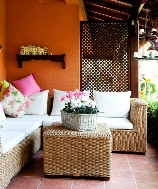 Tips for decorating a small lanai for Small lanai decorating ideas