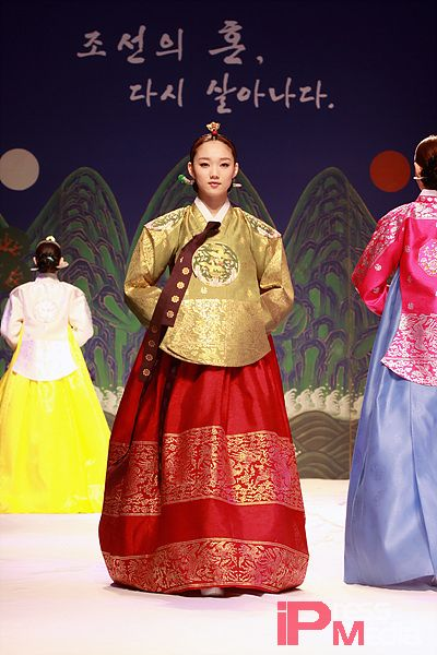Women\'s Fashion of 13th Century Korea by Tiffany Nguyen on Prezi