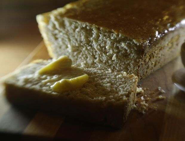 Kneadless bread: Oatmeal batter bread with honey butter and herb ...
