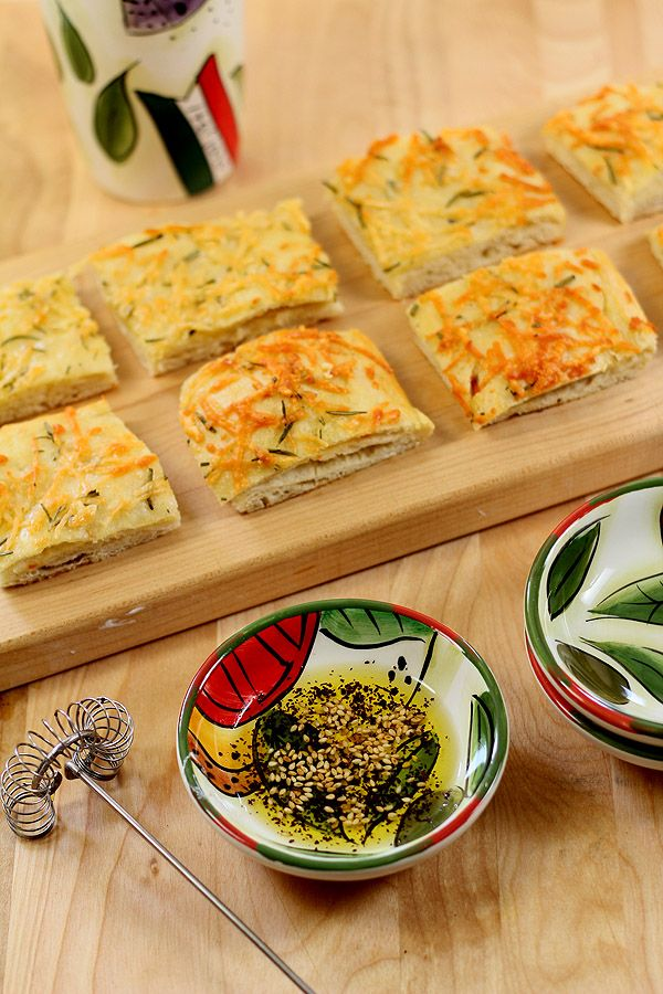 Focaccia Bread with Olive Oil, Rosemary and Garlic via Creative Culinary