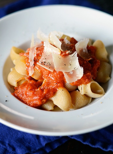 Essential-weeknight-recipe-quick-tomato-sauce-with-pasta-165480 ...