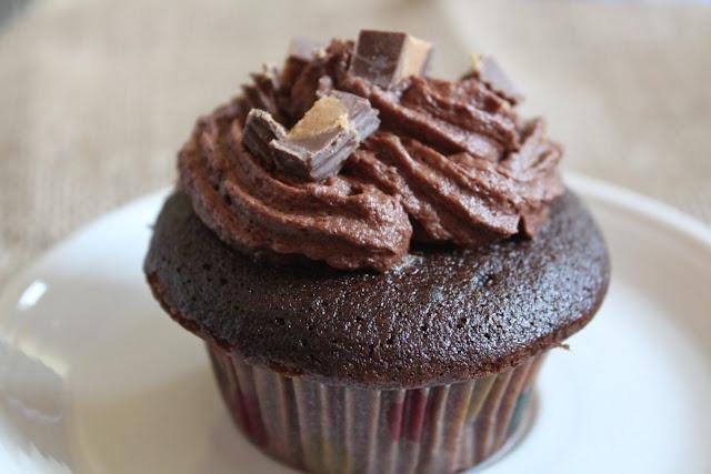 Chocolate Peanut Butter Cup Cupcakes   Cupcake Heaven   Pinterest