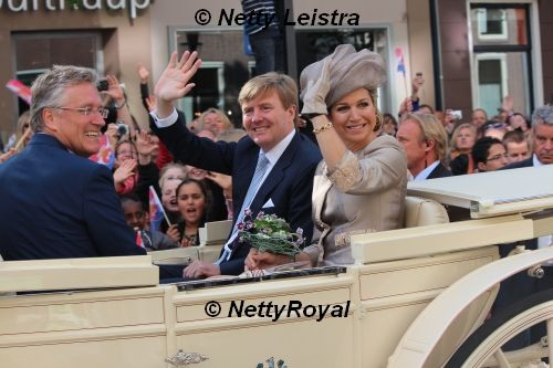 The king and queen were received at the province house in the capital