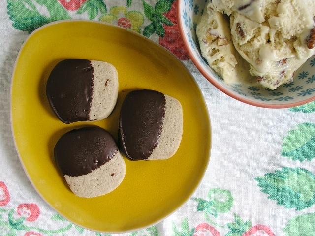 Cardamom & dark chocolate butter cookies.
